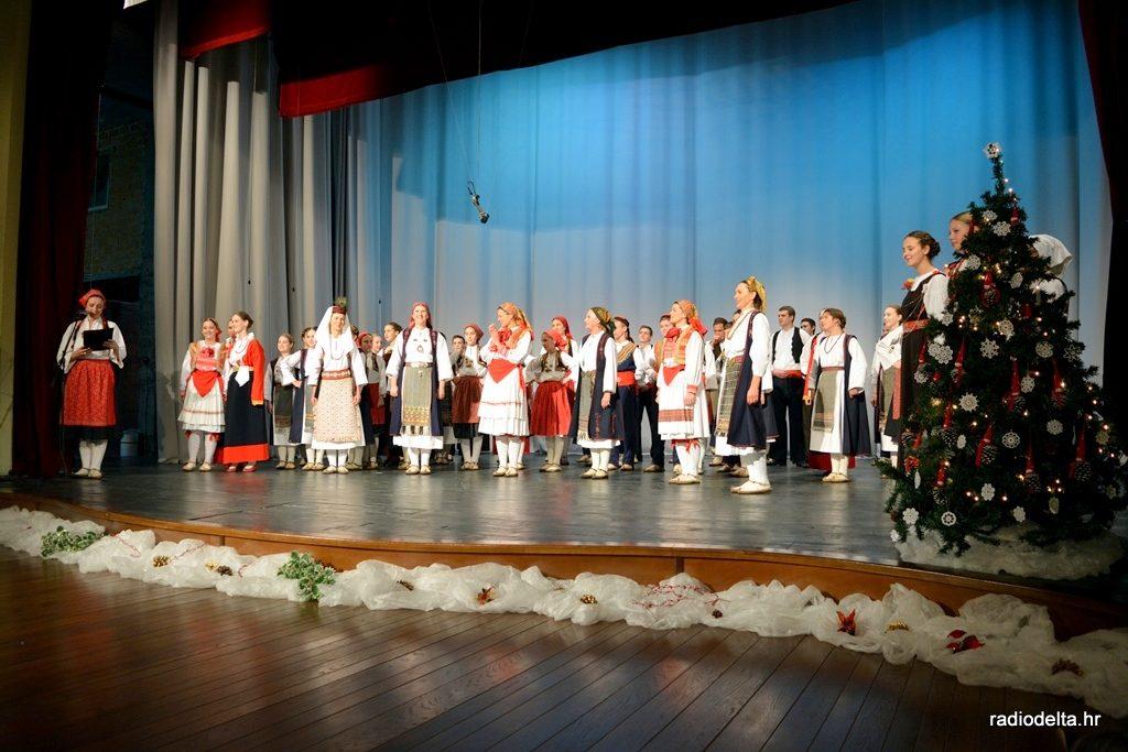 Božićni koncert KUD - a Metković