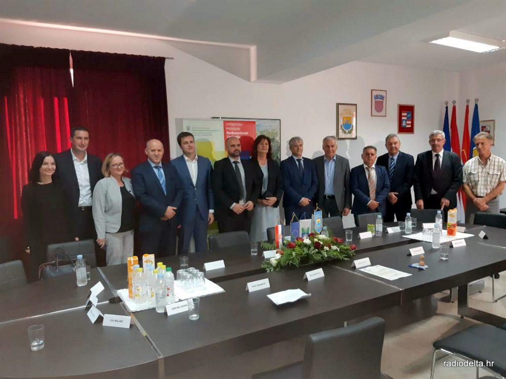 potpisivanje ugovora s ministrom Ćorićem